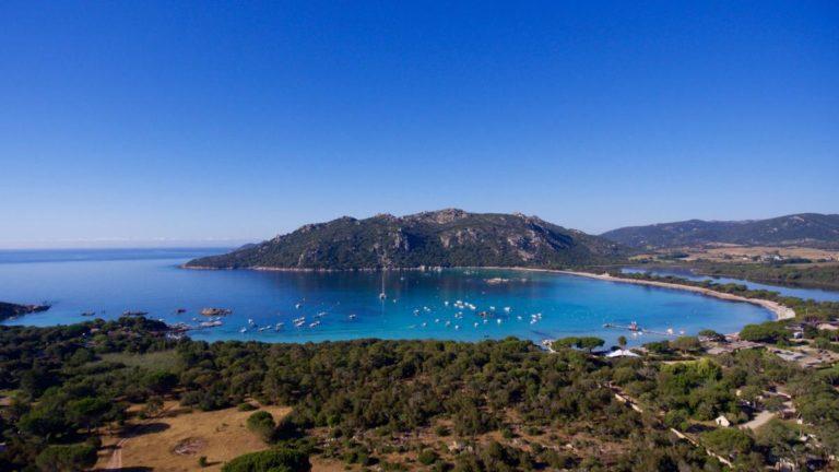 La baie de Santa Giulia Vue générale