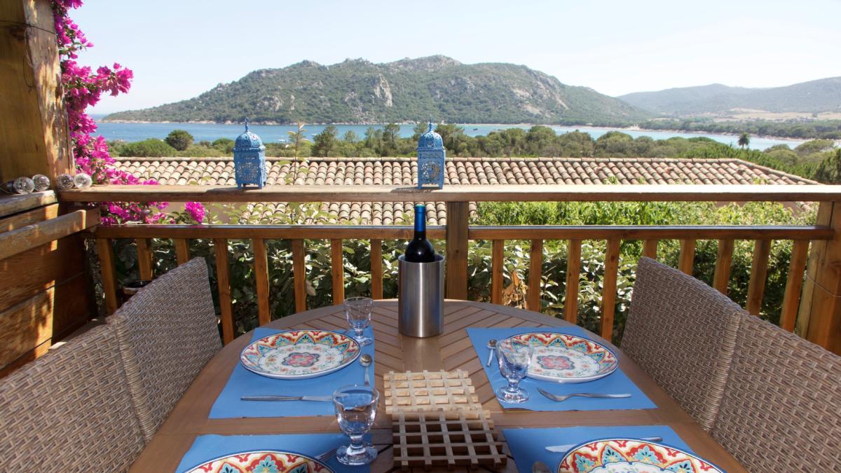 La table est mise avec vue mer